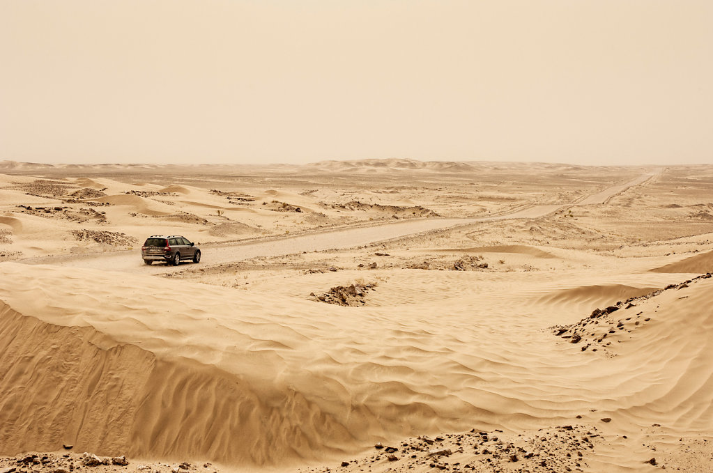 Volvo XC70 en route to Empty Quarter, Oman #2